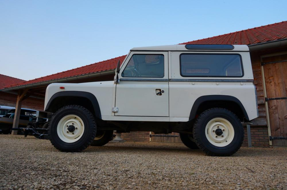 Click image for larger version  Name:1985 Landrover 90 LHD White 2.5 NA diesel left side low.jpg Views:274 Size:86.0 KB ID:95385