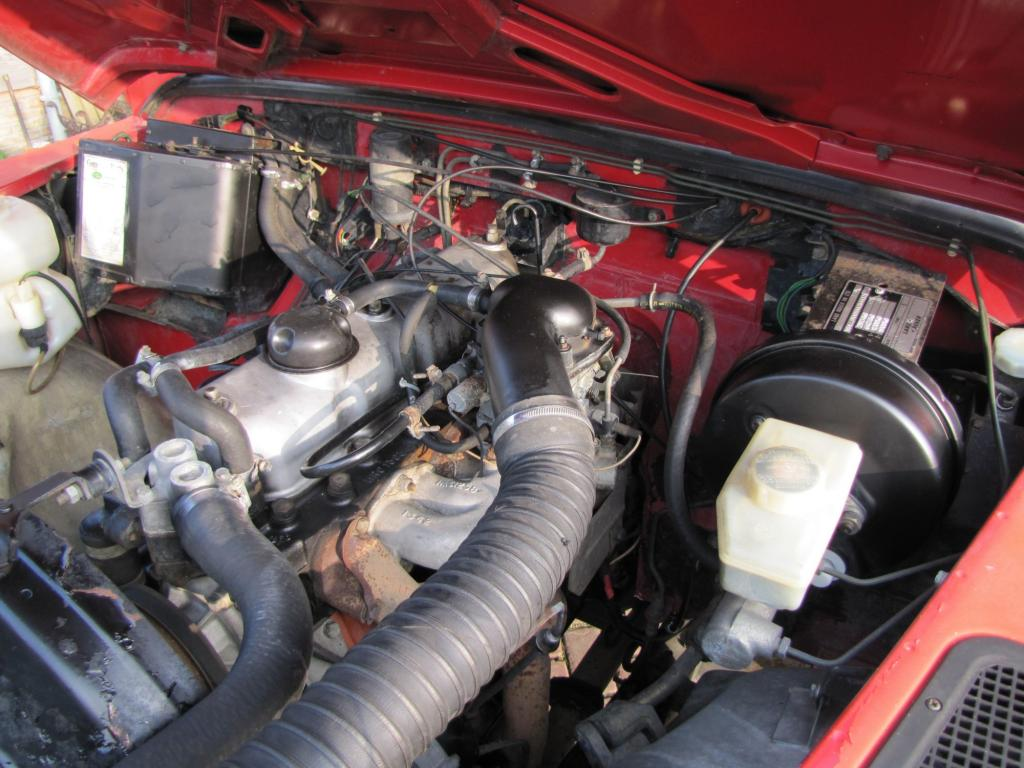 Click image for larger version  Name:1986 Landrover 110 Hardtop Red ex FR engine bay right.jpg Views:612 Size:111.5 KB ID:44363