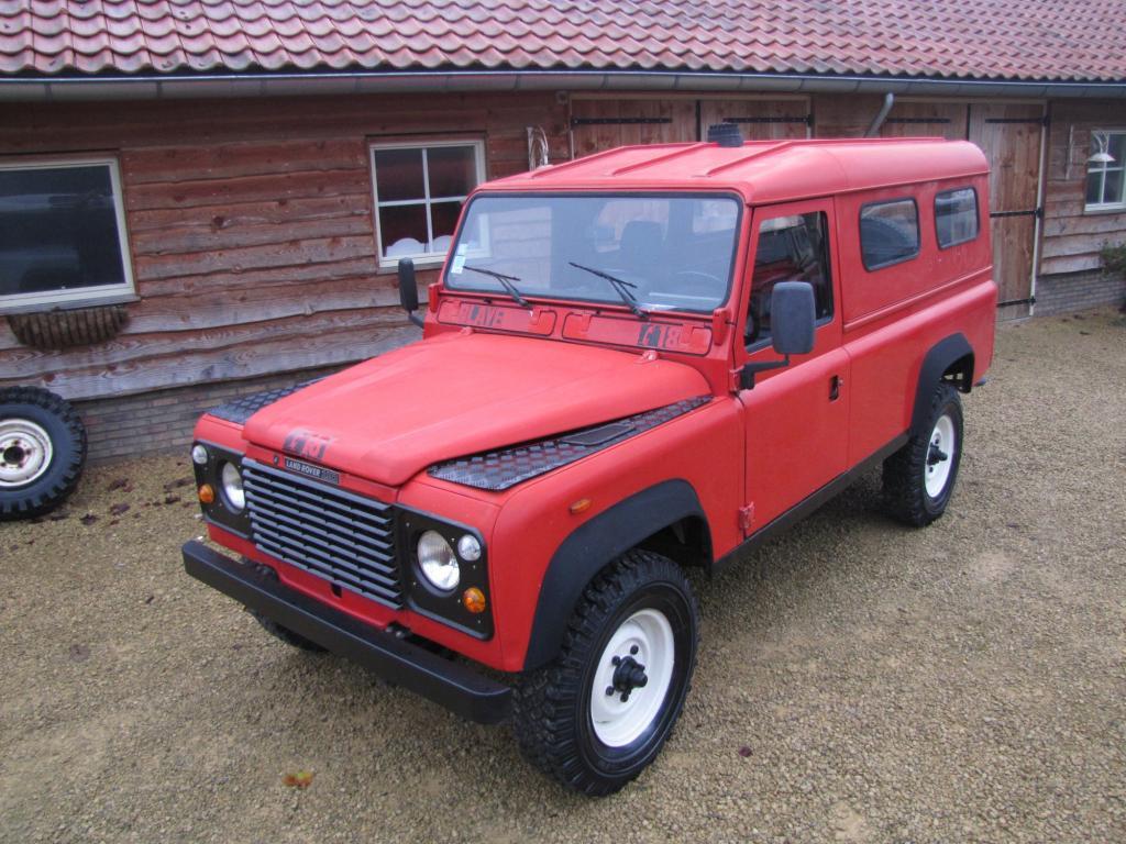 Click image for larger version  Name:1986 Landrover 110 Hardtop Red ex FR left front top.jpg Views:510 Size:136.9 KB ID:44357