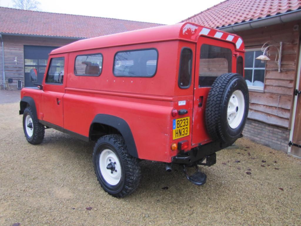 Click image for larger version  Name:1986 Landrover 110 Hardtop Red ex FR left rear.jpg Views:489 Size:108.6 KB ID:44359