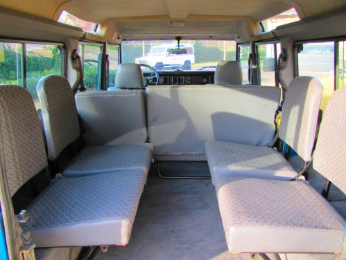Click image for larger version  Name:1986 Landrover 110 V8 ex Saudie Blue jump seats sml.jpg Views:87 Size:40.6 KB ID:35053