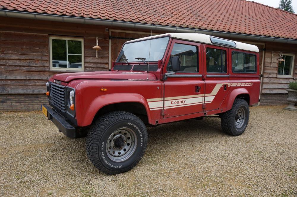 Click image for larger version  Name:1986 Landrover 110 V8 Red White left front.jpg Views:394 Size:138.2 KB ID:84797