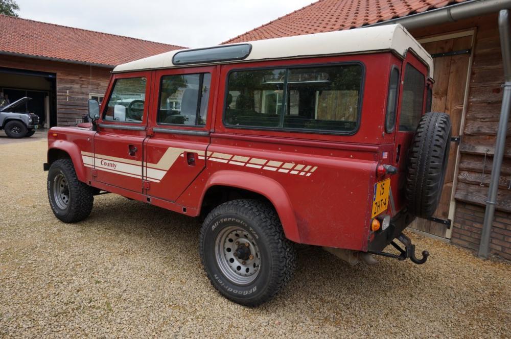 Click image for larger version  Name:1986 Landrover 110 V8 Red White left rear.jpg Views:393 Size:120.5 KB ID:84798