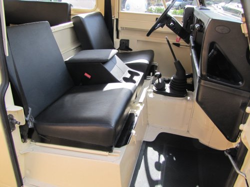 Click image for larger version  Name:1986 Landrover 90 LHD Ivory Black 2.5 diesel front seats sml.jpg Views:540 Size:37.1 KB ID:38003