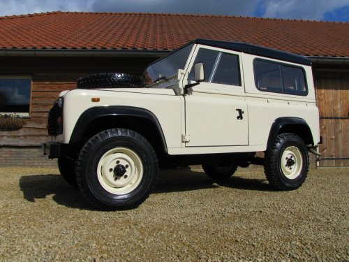 Click image for larger version  Name:1986 Landrover 90 LHD Ivory Black 2.5 diesel left front low sml.jpg Views:522 Size:50.0 KB ID:38000