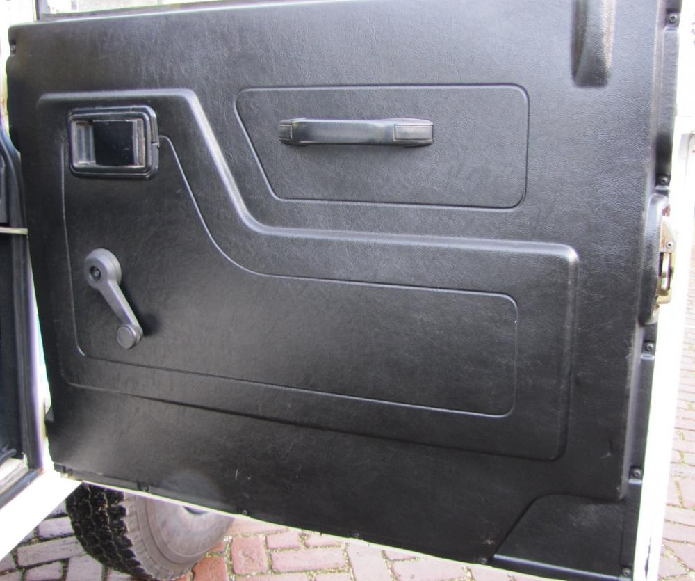 Click image for larger version  Name:1986 Landrover 90 LHD White Soft top 2.5 D B doorpanel.jpg Views:235 Size:94.5 KB ID:60372