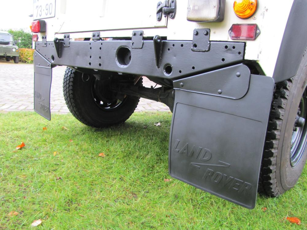 Click image for larger version  Name:1986 Landrover 90 LHD White Soft top 2.5 D B rear crossmember.jpg Views:267 Size:121.6 KB ID:60373
