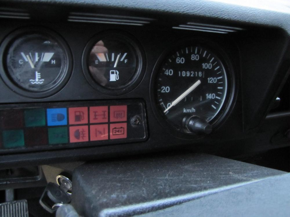 Click image for larger version  Name:1986 Landrover 90 LHD White Soft top 2.5 D B speedo 70.000 miles.jpg Views:163 Size:67.2 KB ID:73939