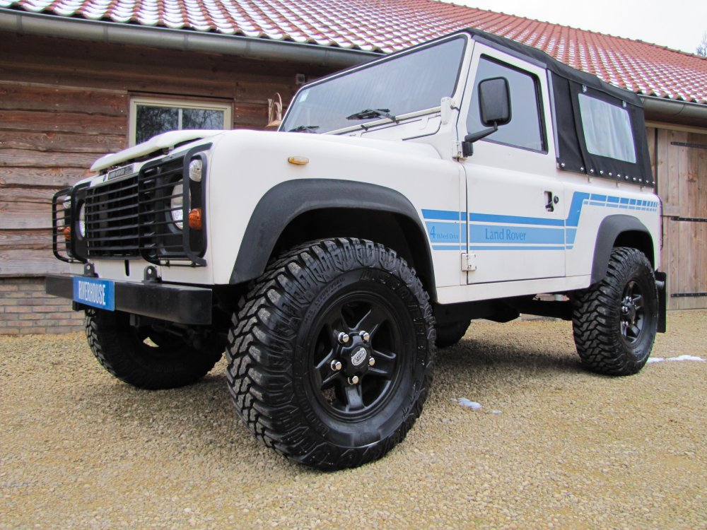 Click image for larger version  Name:1986 Landrover 90 LHD White Soft top Big Wheels 2.5 D C left front.jpg Views:207 Size:176.7 KB ID:73930