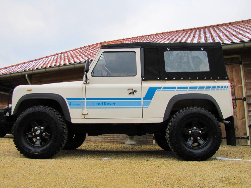 Click image for larger version  Name:1986 Landrover 90 LHD White Soft top Big Wheels 2.5 D C left side.jpg Views:47 Size:134.7 KB ID:73183