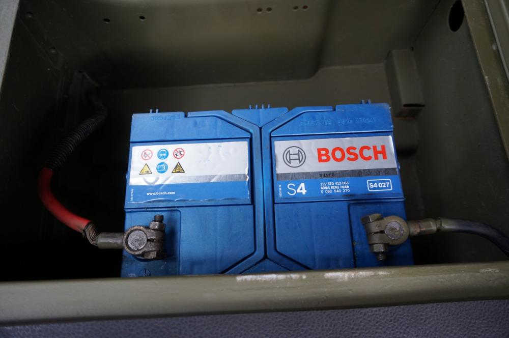 Click image for larger version  Name:1986 LHD 110 Tithonus Hardtop 6 A battery box and BOSCH.jpg Views:246 Size:54.2 KB ID:102874