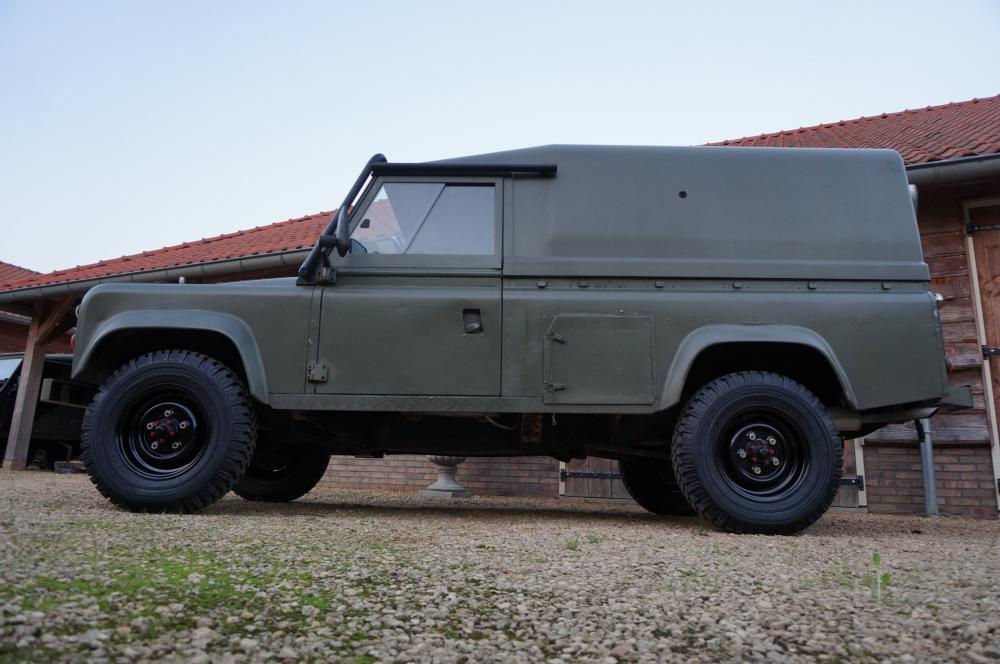 Click image for larger version  Name:1986 LHD 110 Tithonus Hardtop 6 A left side low.jpg Views:313 Size:81.5 KB ID:102107
