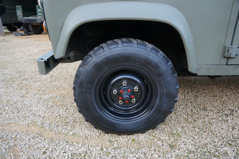 Click image for larger version  Name:1986 LHD 110 Tithonus SOFT TOP 9 black rims Michelin tyres A.jpg Views:379 Size:120.9 KB ID:102085