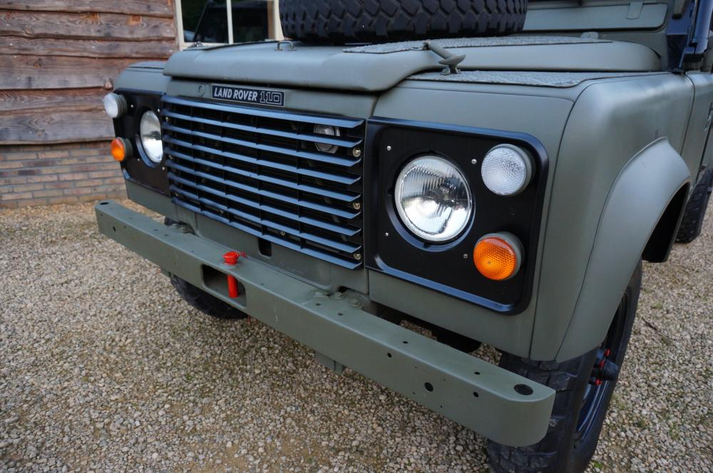 Click image for larger version  Name:1986 LHD 110 Tithonus SOFT TOP 9 grill close A.jpg Views:330 Size:115.3 KB ID:102095