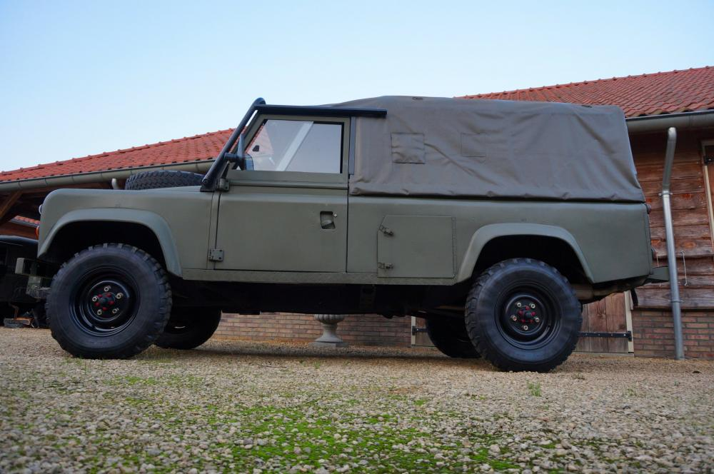 Click image for larger version  Name:1986 LHD 110 Tithonus SOFT TOP 9 left side low A.jpg Views:311 Size:92.1 KB ID:102098