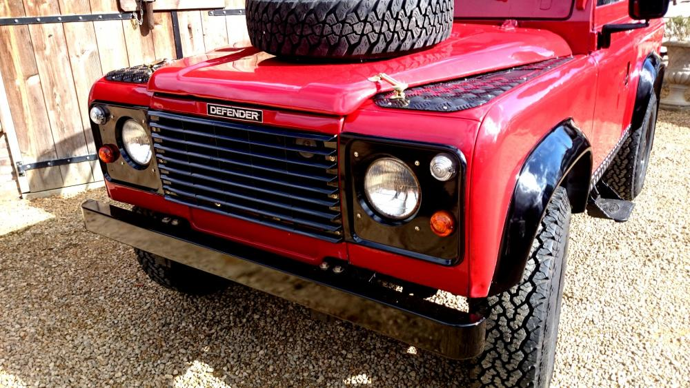 Click image for larger version  Name:1986 LR Defender 90 Soft Top Red 2.5 NA grill close.jpg Views:477 Size:139.8 KB ID:122468