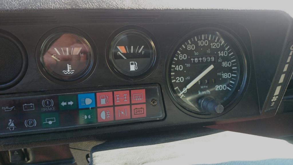 Click image for larger version  Name:1986 LR Defender 90 Soft Top Red 2.5 NA interior speedo.jpg Views:192 Size:56.1 KB ID:127611
