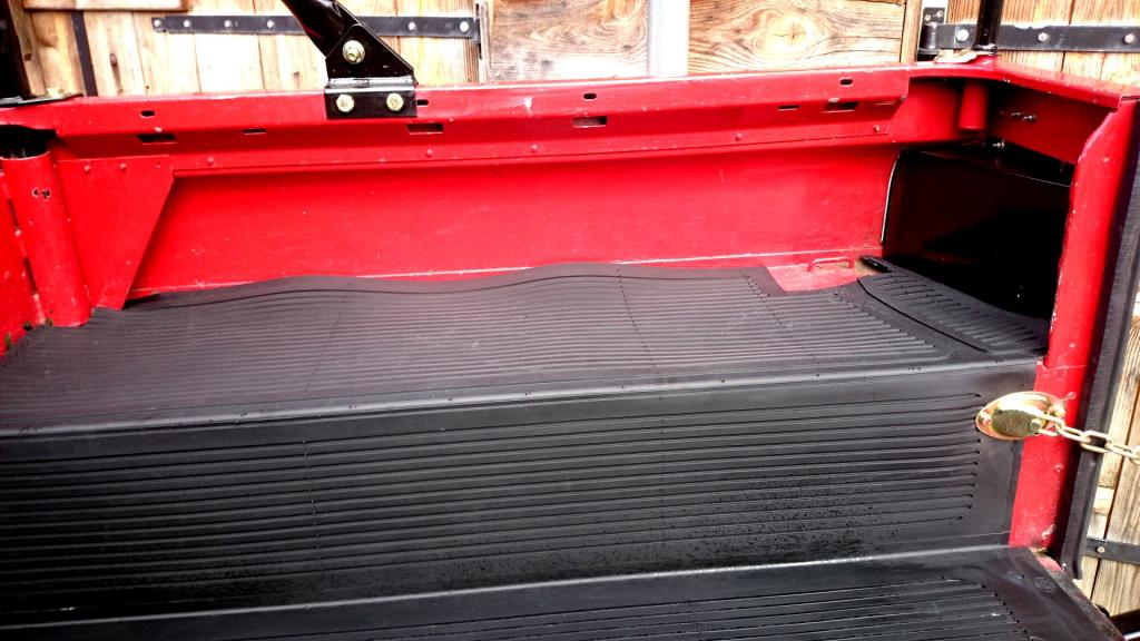 Click image for larger version  Name:1986 LR Defender 90 Soft Top Red 2.5 NA loadfloor mat innerwing.jpg Views:194 Size:91.5 KB ID:127612