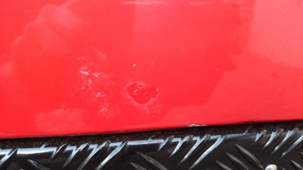Click image for larger version  Name:1986 LR Defender 90 Soft Top Red 2.5 NA paint imperfection door bottom 2.jpg Views:345 Size:38.6 KB ID:122479