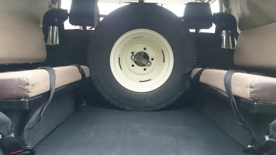 Click image for larger version  Name:1986 LR LHD 90 Soft Top White 3 loadfloor.jpg Views:169 Size:72.7 KB ID:112253