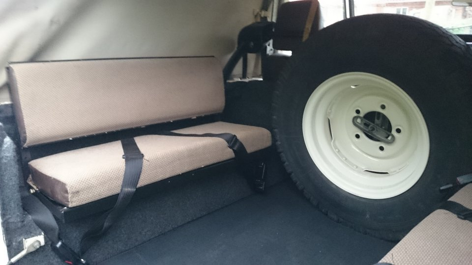 Click image for larger version  Name:1986 LR LHD 90 Soft Top White 3 rear bench seat.jpg Views:191 Size:70.5 KB ID:112254