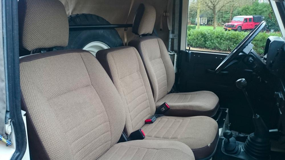 Click image for larger version  Name:1986 LR LHD 90 Soft Top Whtie 3 front seats.jpg Views:236 Size:98.5 KB ID:112218
