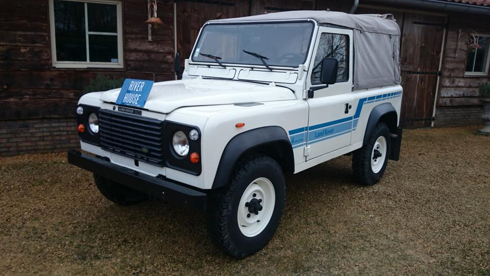 Click image for larger version  Name:1986 LR LHD 90 Soft Top Whtie 3 left front.jpg Views:240 Size:92.8 KB ID:112214