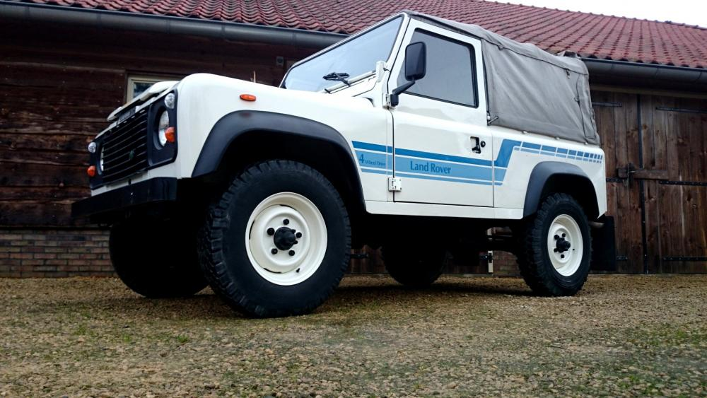 Click image for larger version  Name:1986 LR LHD 90 Soft Top Whtie 3 left front low.jpg Views:209 Size:99.1 KB ID:112220