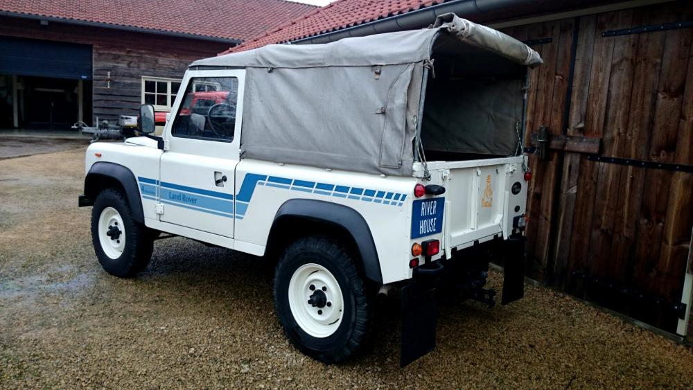 Click image for larger version  Name:1986 LR LHD 90 Soft Top Whtie 3 left rear.jpg Views:258 Size:95.9 KB ID:112216