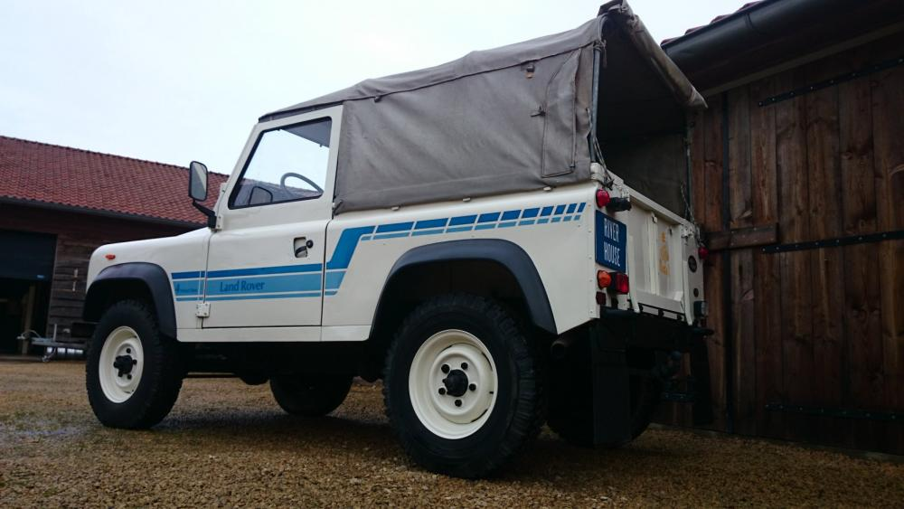 Click image for larger version  Name:1986 LR LHD 90 Soft Top Whtie 3 left rear low.jpg Views:221 Size:66.1 KB ID:112222