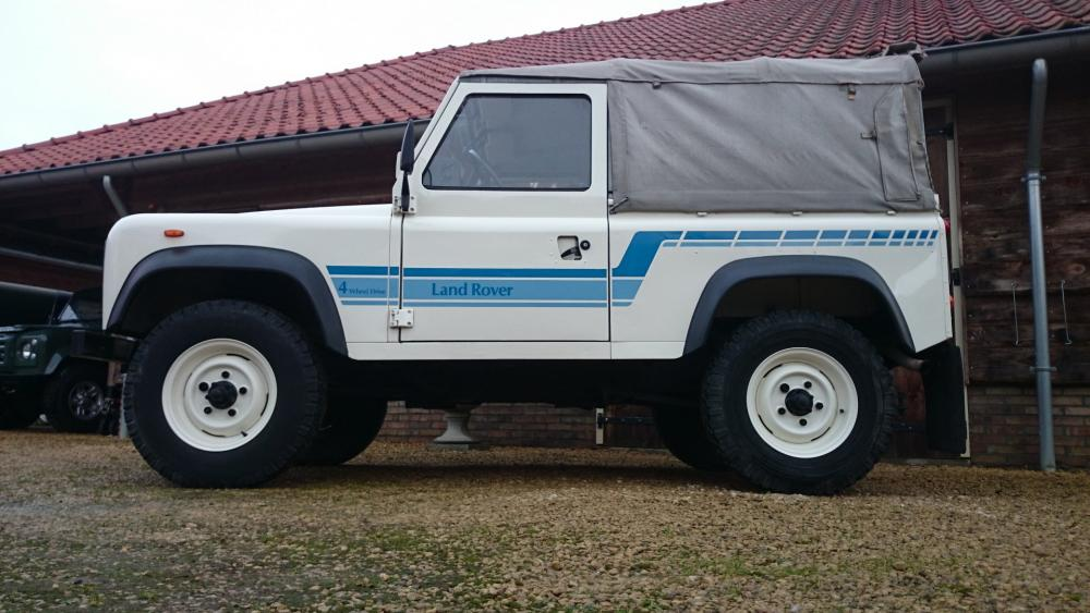Click image for larger version  Name:1986 LR LHD 90 Soft Top Whtie 3 left side low.jpg Views:215 Size:86.0 KB ID:112221