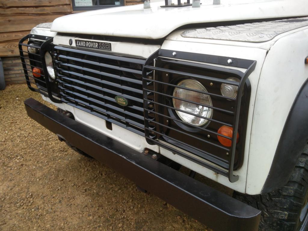 Click image for larger version  Name:1986 LR LHD Def 110 3.5 V8 White grill close.jpg Views:226 Size:109.5 KB ID:193313