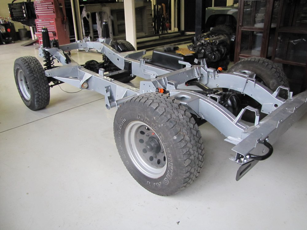 Click image for larger version  Name:1987 Defender 90 powder coated silver rolling left rear.jpg Views:750 Size:117.6 KB ID:71090