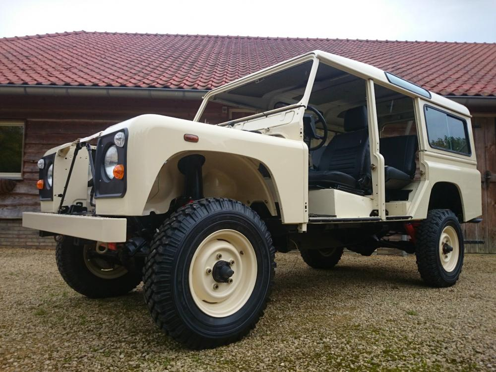 Click image for larger version  Name:1987 Land Rover Defender 110 LHD White 2.5 Td day 15  left front.jpg Views:1519 Size:123.1 KB ID:103855