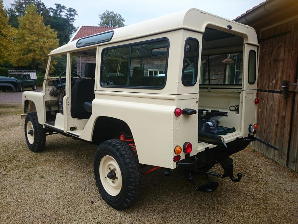 Click image for larger version  Name:1987 Land Rover Defender 110 LHD White 2.5 Td day 15  left rear.jpg Views:725 Size:122.3 KB ID:103857