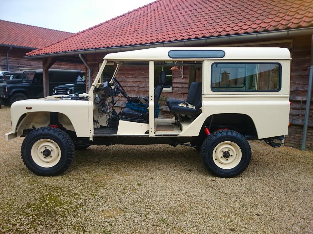 Click image for larger version  Name:1987 Land Rover Defender 110 LHD White 2.5 Td day 15  left side.jpg Views:753 Size:154.3 KB ID:103856