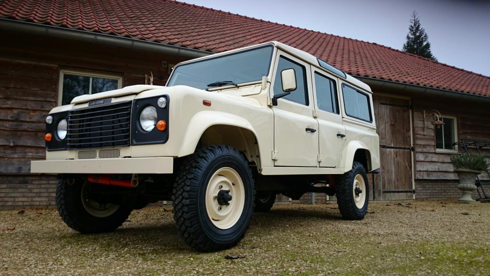 Click image for larger version  Name:1987 Land Rover Defender 110 LHD White 2.5 Td day 24 left front low.jpg Views:580 Size:97.9 KB ID:107815