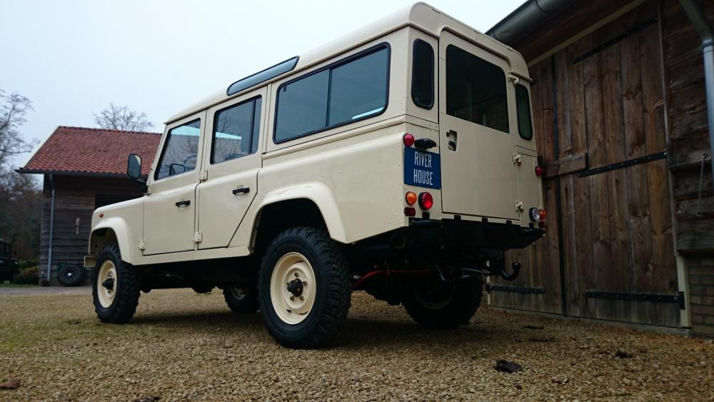 Click image for larger version  Name:1987 Land Rover Defender 110 LHD White 2.5 Td day 24 left rear low.jpg Views:597 Size:80.7 KB ID:107817
