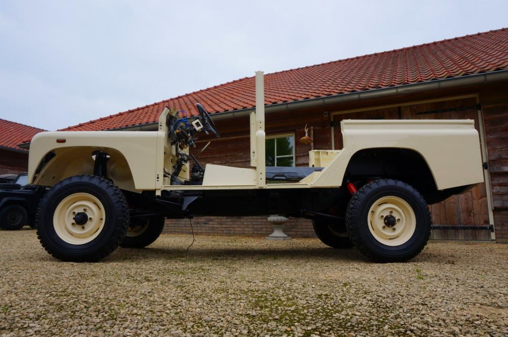 Click image for larger version  Name:1987 Land Rover Defender 110 LHD White 2.5 Td day 7 left side low.jpg Views:214 Size:102.0 KB ID:103145