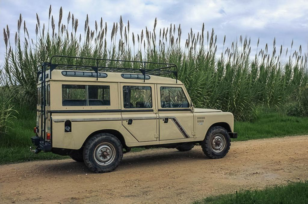 Click image for larger version  Name:1987 Land Rover Series III 109 Turbo Diesel.jpg Views:359 Size:141.6 KB ID:136971