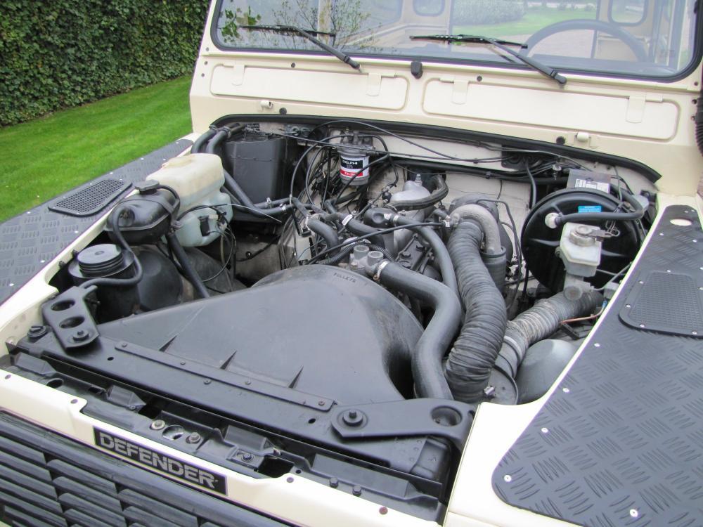 Click image for larger version  Name:1987 Landrover Defender White 2 90 LHD engine building.jpg Views:853 Size:119.2 KB ID:51266