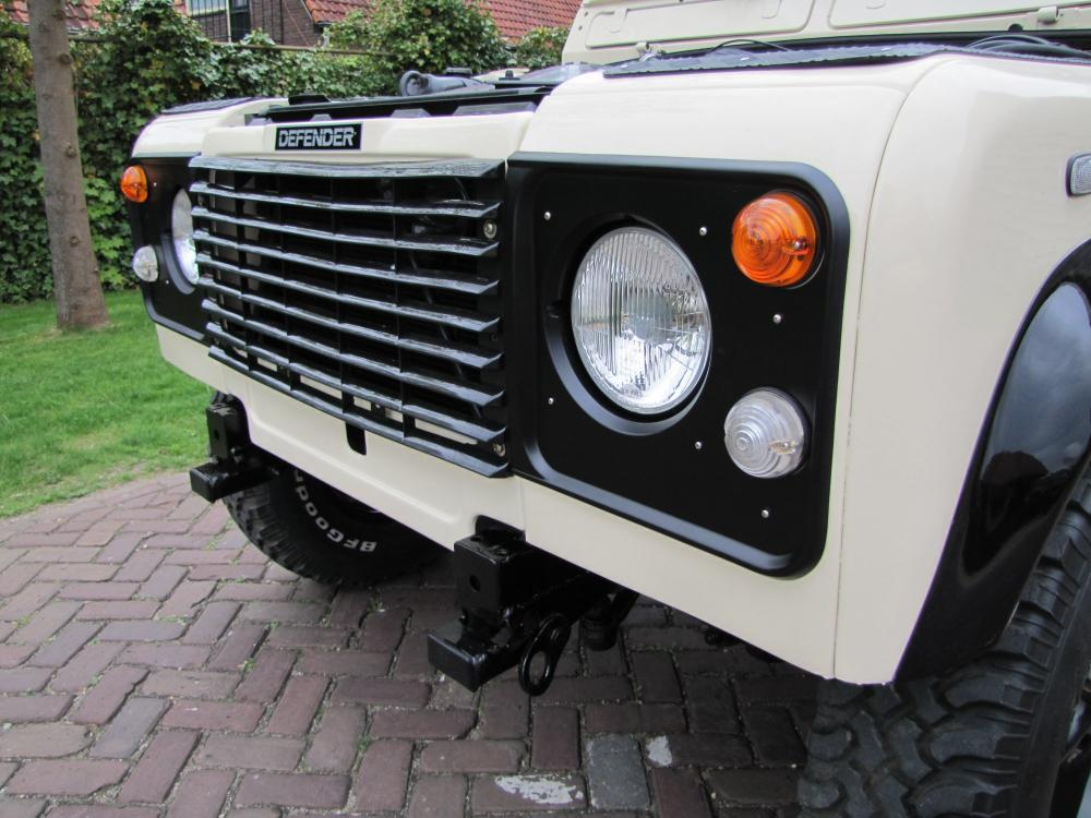 Click image for larger version  Name:1987 Landrover Defender White 2 90 LHD front close building.jpg Views:594 Size:103.8 KB ID:51269