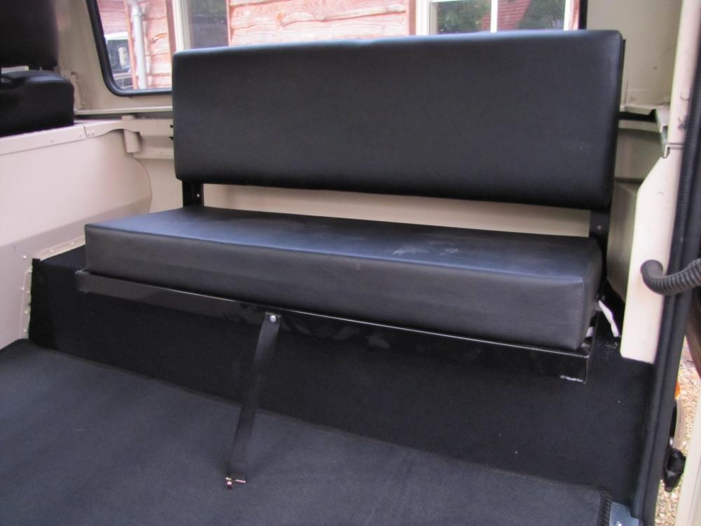 Click image for larger version  Name:1987 Landrover Defender White 2 90 LHD loadfloor 3 new bench seats.jpg Views:6940 Size:58.6 KB ID:56967