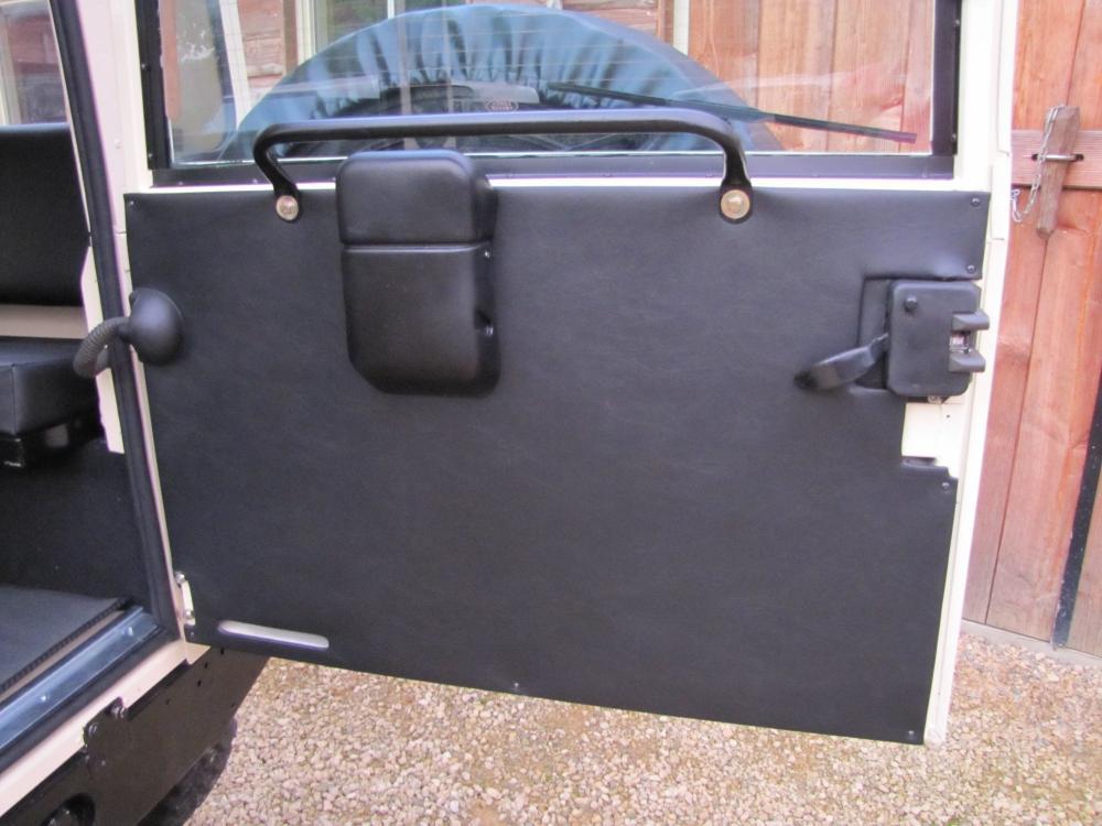 Click image for larger version  Name:1987 Landrover Defender White 2 90 LHD loadfloor 3 new rear door trim.jpg Views:921 Size:84.3 KB ID:56968
