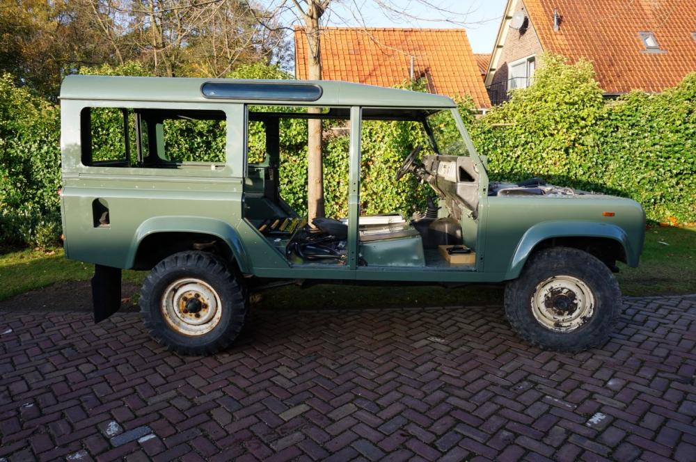 Click image for larger version  Name:1988 Defender 110 Saudi 200 tdi AC painted day 3 Keswick right side.jpg Views:2000 Size:146.3 KB ID:84496