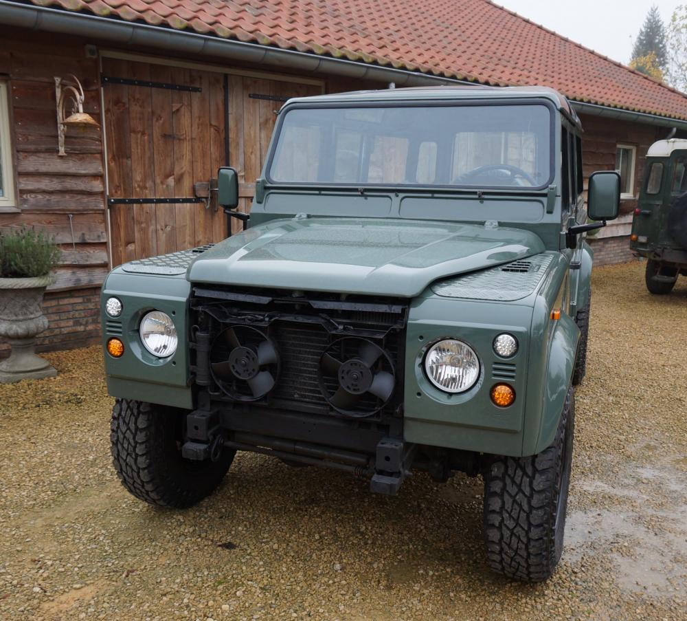 Click image for larger version  Name:1988 Defender 110 Saudi 200 tdi AC painted day 7 Keswick front.jpg Views:802 Size:153.8 KB ID:84491