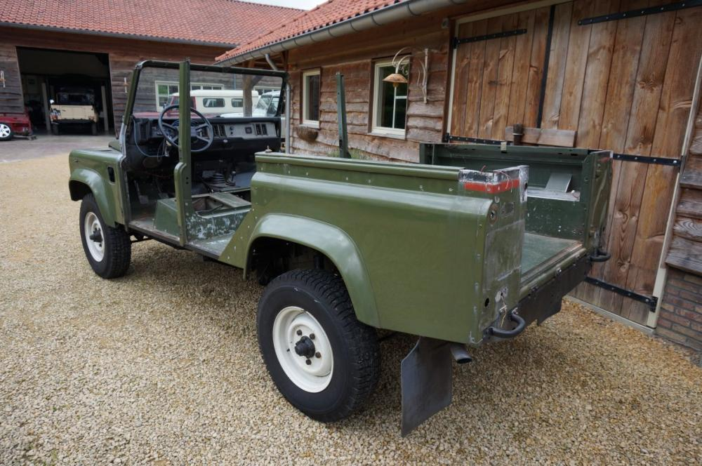 Click image for larger version  Name:1988 Defender 110 Saudi 200 tdi AC stripped for paint left rear.jpg Views:650 Size:125.2 KB ID:84499