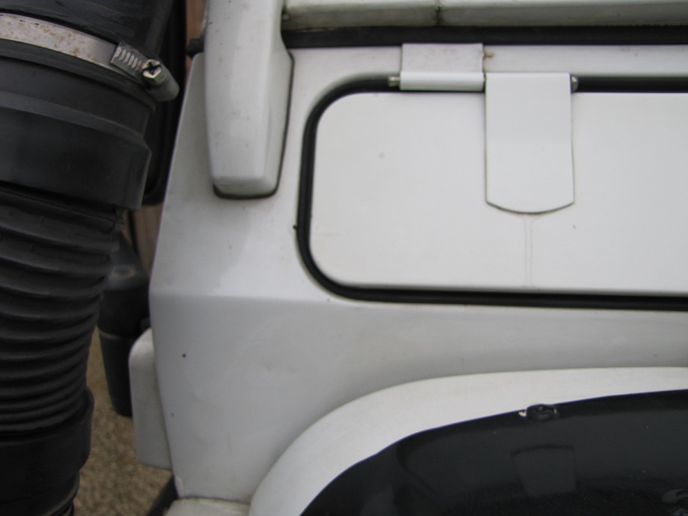 Click image for larger version  Name:1988 Defender 157 body bulkhead right.jpg Views:218 Size:122.4 KB ID:68291
