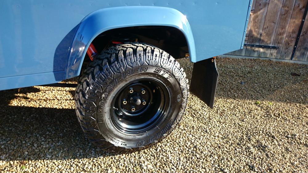 Click image for larger version  Name:1988 Land Rover Defender 110 soft top LHD Arles Blue 2.5 Td day 15 black Wolf rims 10 x 16.jpg Views:3540 Size:140.3 KB ID:107399