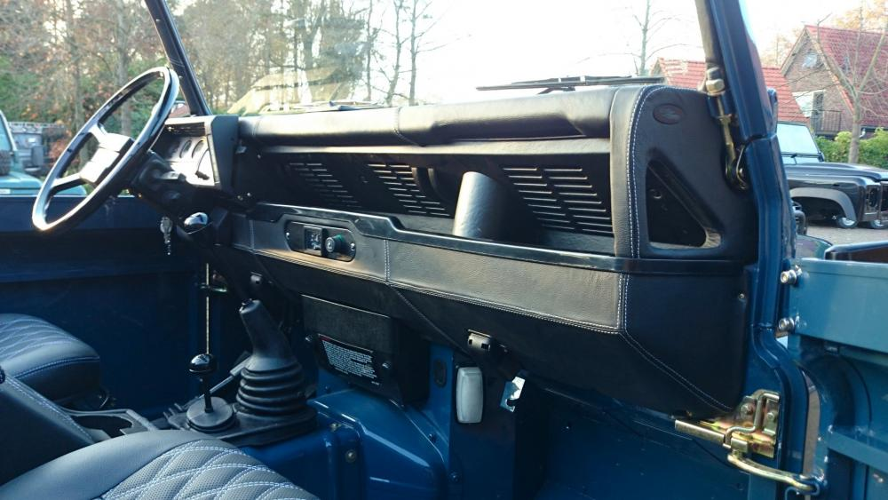 Click image for larger version  Name:1988 Land Rover Defender 110 soft top LHD Arles Blue 2.5 Td day 15 interior dash and trim.jpg Views:1997 Size:82.6 KB ID:107392